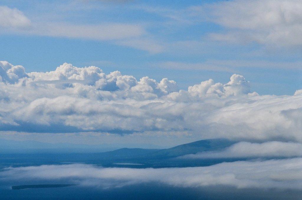 Вид на Умбозеро и Хибинские тундры с Аллуайв