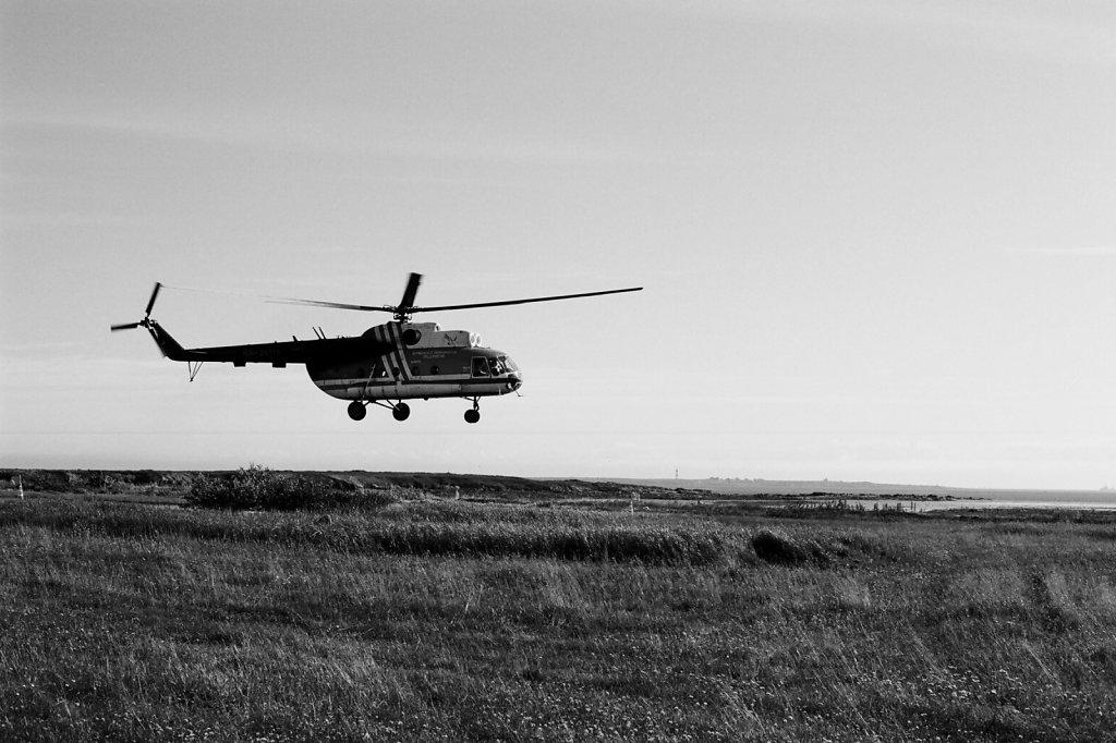 Вид на маяк острова Сосновец с аэродрома